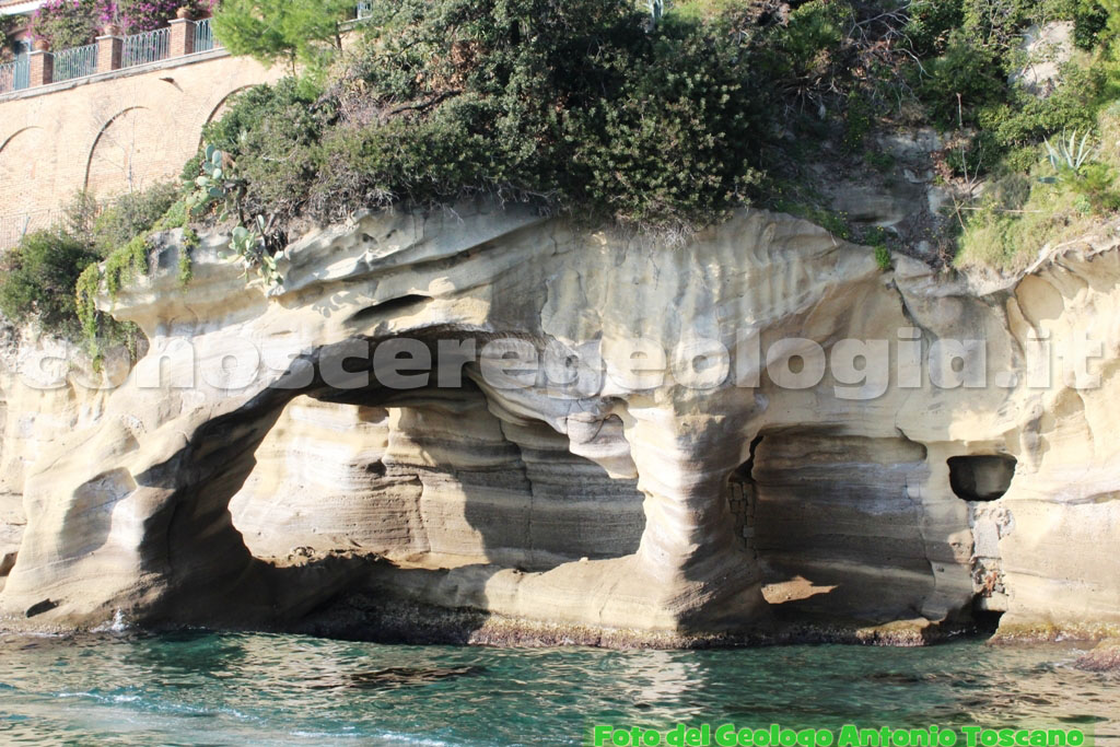 I versanti di Tufo Giallo Napoletano lungo il litorale di Posillipo (Napoli) – FOTOGALLERY