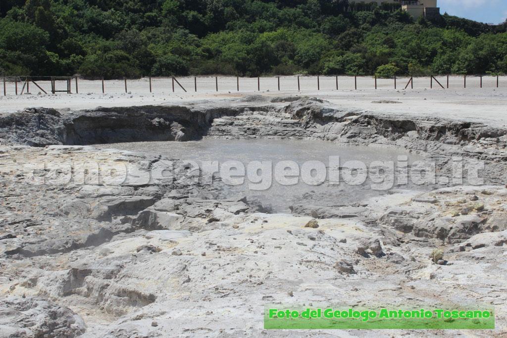 VIDEO CONOSCEREGEOLOGIA.it – le fumarole e la fangaia del cratere Solfatara