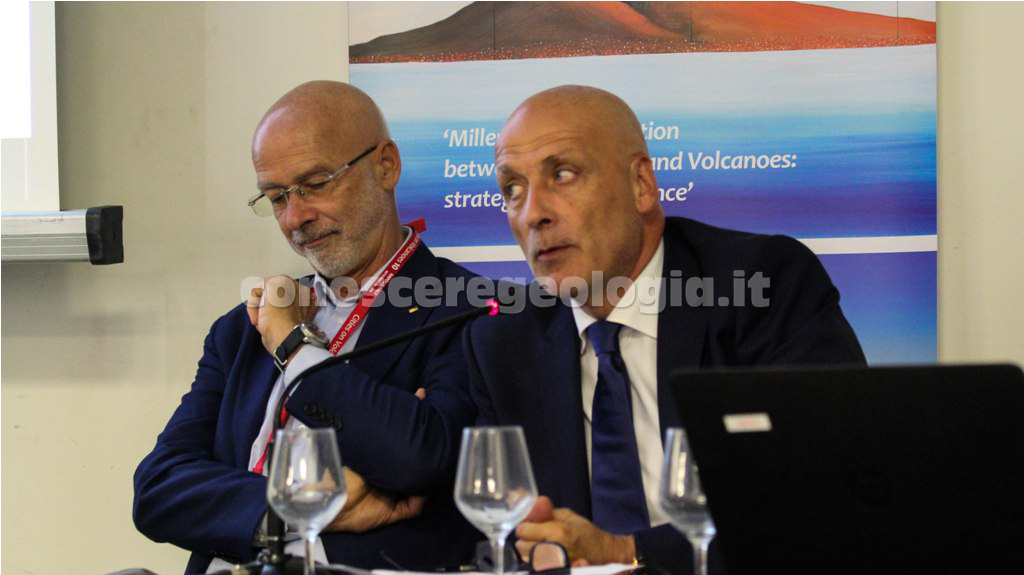 CITIES ON VOLCANOES COV10 – Il Sindaco di Pozzuoli in Conferenza Stampa – VIDEO
