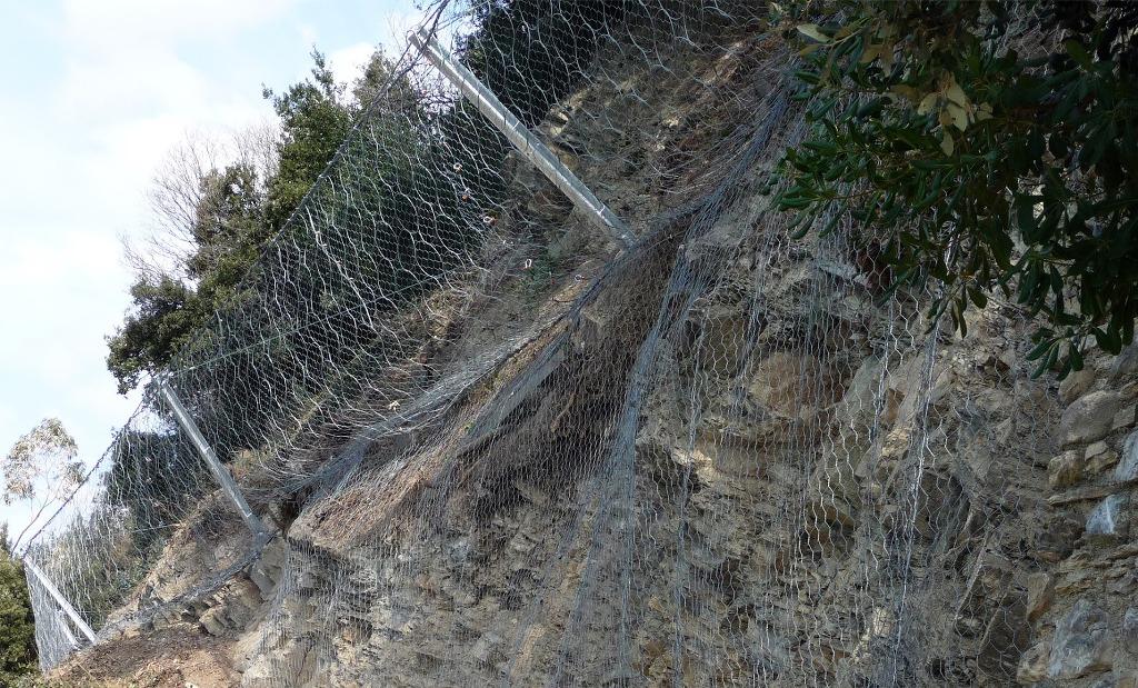 Dissesto e rischio idrogeologico: gli interventi di bonifica e consolidamento di costoni rocciosi, il caso delle barriere paramassi