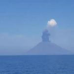 Ancora un'esplosione allo Stromboli, nell'ultimo secolo così forti e ravvicinate non si erano mai verificate