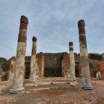 Pompei, dopo bombardamenti e terremoti, restaurate le colonne della Casa del Fauno – FOTOGALLERY