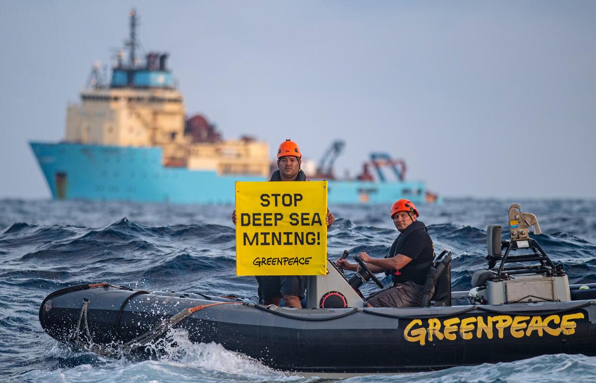 """Greenpeace grida: """"FERMATE L'ESTRAZIONE IN ACQUE PROFONDE"""""""
