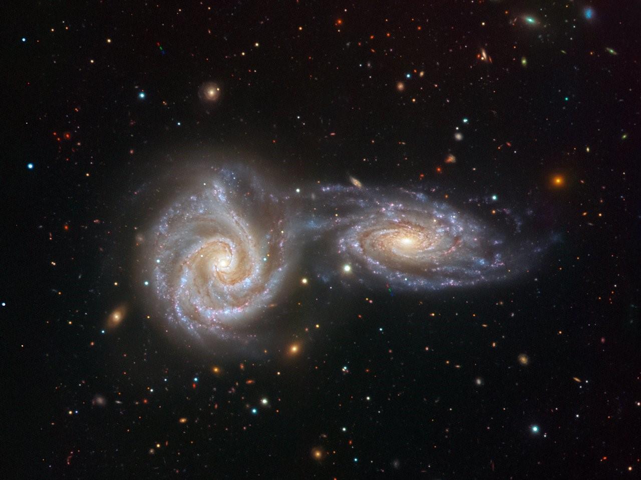 Quegli scontri e fusioni all'alba dell'universo che hanno aiutato le galassie a crescere