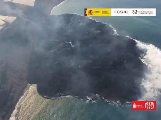 La spettacolare eruzione del complesso vulcanico Cumbre Vieja
